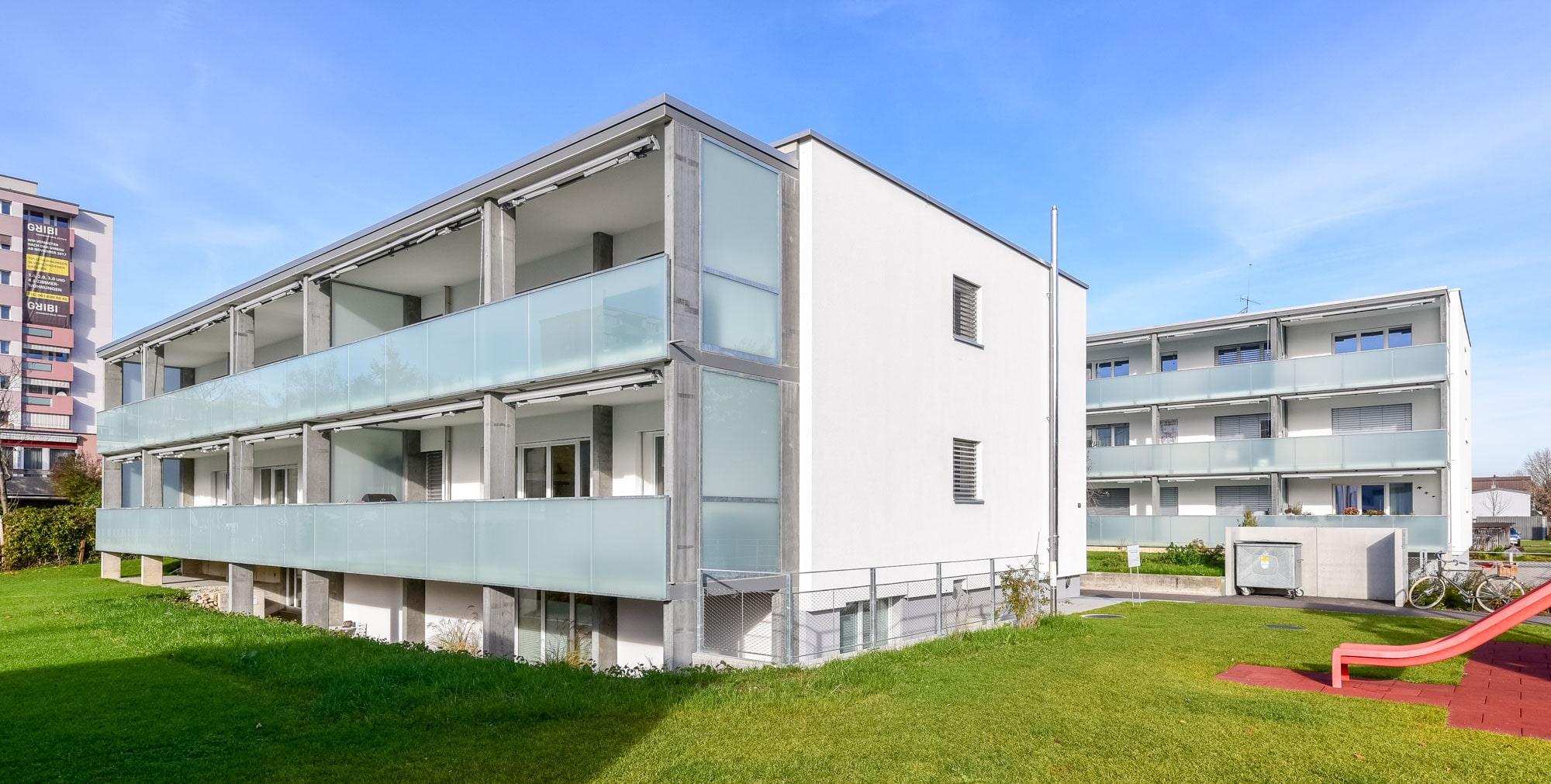 Metallbau Basel – Balkongeländer und Windfang